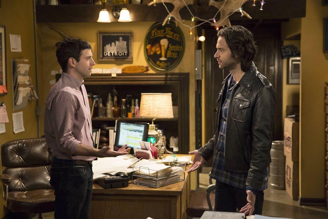 In Flagranti - Danny (Chris D'Elia, r.) erwischt Justin (Brent Morin, l.) beim Telefonsex mit Nicki ... - Bildquelle: Warner Brothers