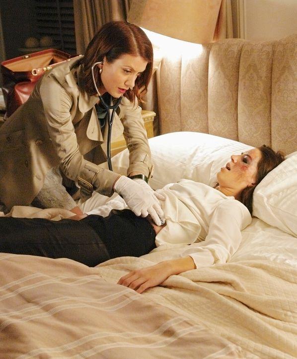 Addison (Kate Walsh, r.) behandelt eine junge Frau (Ginny Weirick, l.), die sich ihr Studium durch Prostitution finanziert und dadurch in Schwierigk... - Bildquelle: ABC Studios