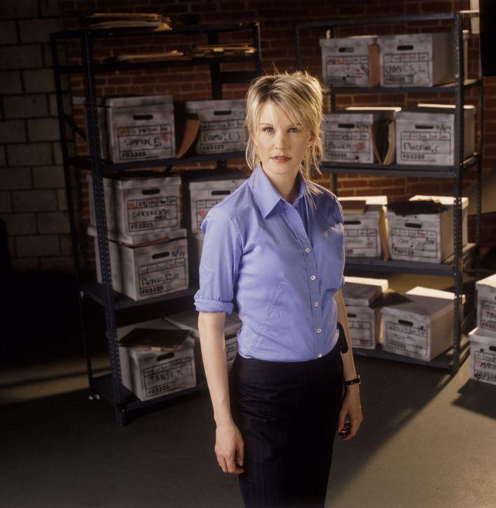"""(1. Staffel) - Die einzige weibliche Detektivin in Philadelphia, Lilly Rush (Kathryn Morris), hat sich auf so genannte """"Cold Cases"""" spezialisiert -... - Bildquelle: Warner Bros. Television"""