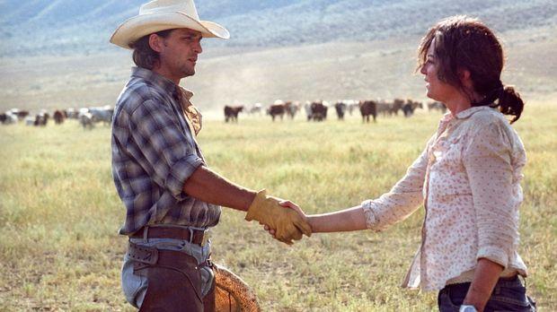 Katharina (Natalia Wörner, r.) macht sich mit Chef-Cowboy Greg O'Neil (Robert...