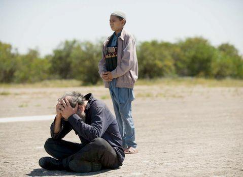 Homeland - Der Austausch von Saul (Mandy Patinkin, l.) gegen fünf Top-Taliban...