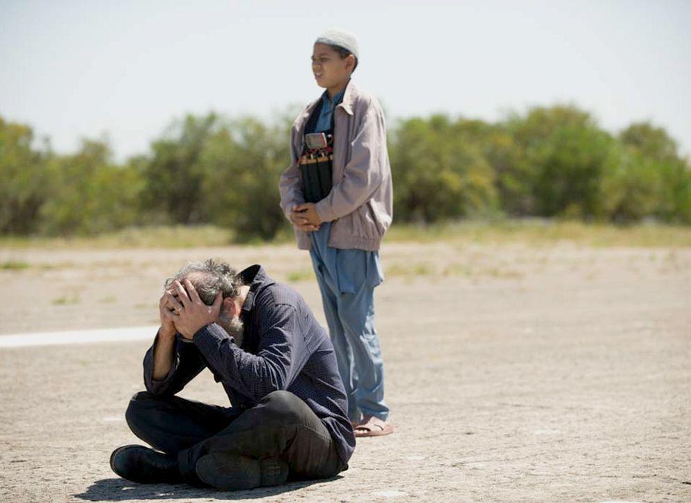 Der Austausch von Saul (Mandy Patinkin, l.) gegen fünf Top-Taliban-Terroristen, steht bevor. Doch wird alles wie geplant ablaufen, oder plant Haissa... - Bildquelle: 2014 Twentieth Century Fox Film Corporation