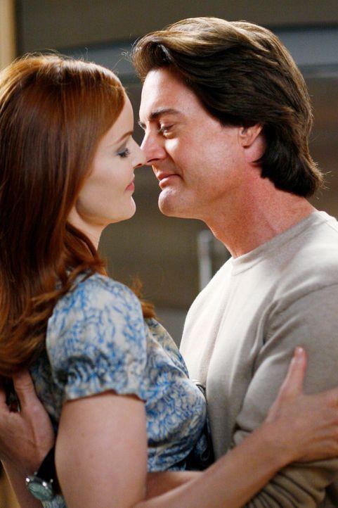In einem ruhigen Moment bittet Orson (Kyle MacLachlan, r.) Bree (Marcia Cross, l.) ihn zu heiraten – Bree zögert einen Moment, nimmt den Heiratsantr... - Bildquelle: 2005 Touchstone Television  All Rights Reserved