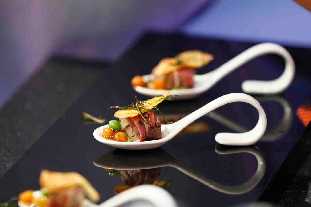 Es ist angerichtet: So lecker sieht es aus, wenn Kochprofis alle Zutaten einer Speise auf einem einzigen Löffel servieren ... - Bildquelle: Guido Engels SAT.1