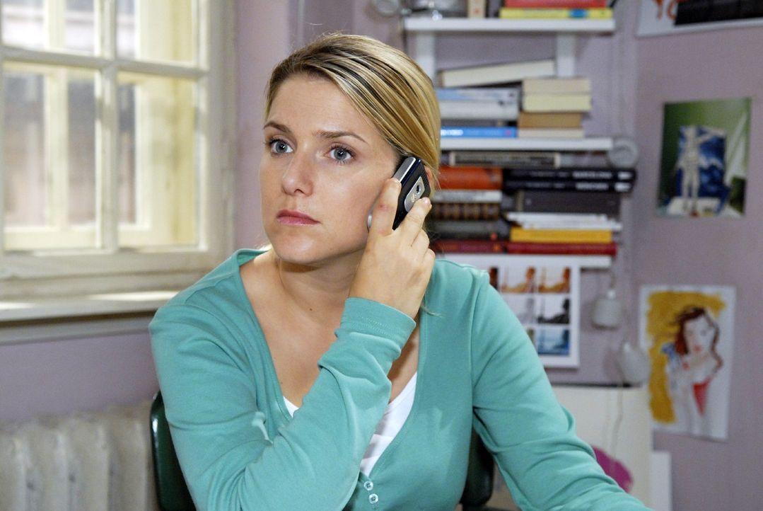 Anna (Jeanette Biedermann) ist der erste Mensch, mit dem Alexander über den Tod seines Freundes und Konkurrenten Tobias sprechen kann ... - Bildquelle: Sat.1