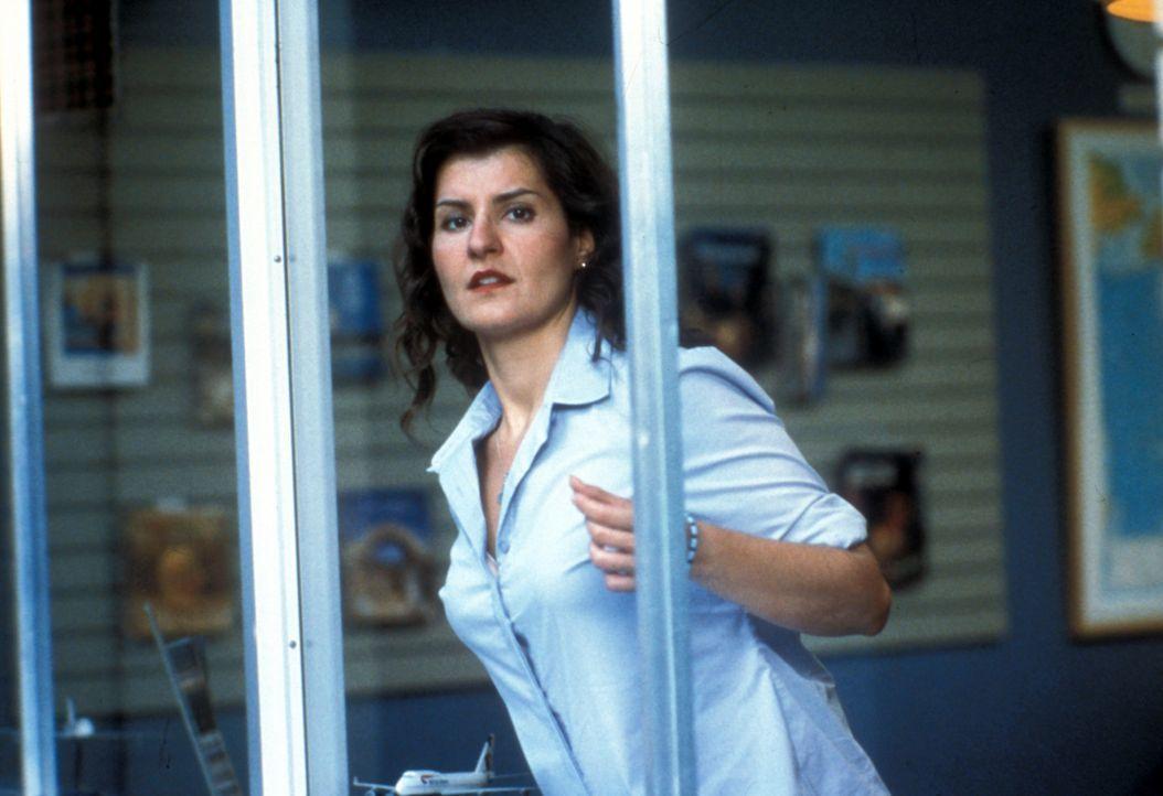 Mit dreißig Jahren hat Toula Portokalos (Nia Vardalos) das Verfallsdatum für griechische Mädchen eindeutig überschritten. arbeitet noch immer im... - Bildquelle: 20th Century Fox of Germany