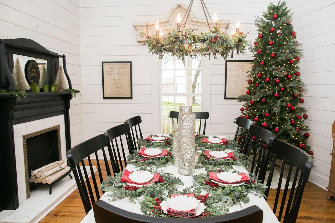 Chip und Joanna haben sich einer weiteren Haus-Verwandlung angenommen. Passend zur Weihnachtszeit verwandeln sie ein heruntergekommenes Haus in ein... - Bildquelle: Rachel Whyte 2015, HGTV/ Scripps Networks, LLC.  All Rights Reserved.