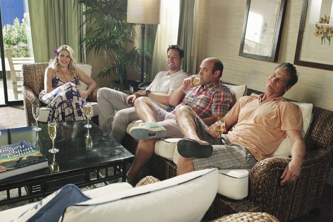 Da Travis nach der Trennung von Kirsten nach Hawaii aufgebrochen ist, plant die Clique einen gemeinsamen Urlaub, um ihn wieder zurückzuholen: Lauri... - Bildquelle: 2010 ABC INC.