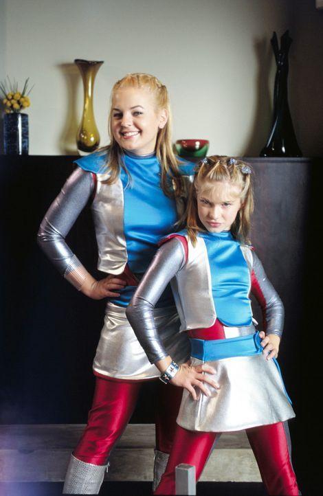 Gemeinsam sind sie unschlagbar: Dasha (Alyson Morgan, r.) und Zenon (Kirsten Storms, l.) ... - Bildquelle: The Disney Channel