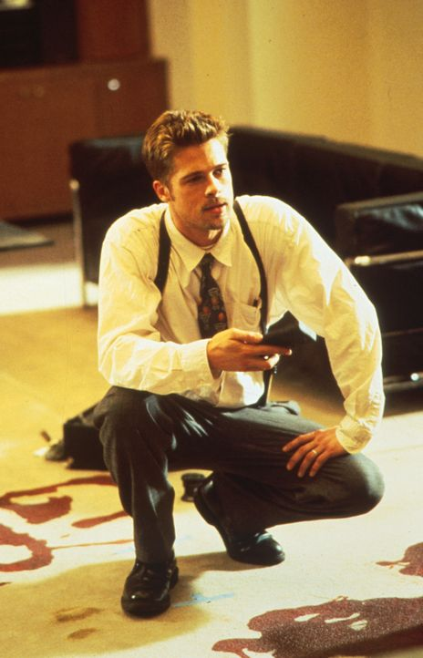 Noch immer tappt der Polizist David Mills (Brad Pitt) im Dunkeln. Doch dann geschieht ein neuer Mord ... - Bildquelle: Constantin Film