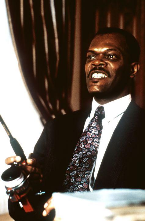 Der erfahrene Cop Wes Luger (Samuel L. Jackson) merkt schnell, dass er in seinem Fall einen ganz grossen Fisch an der Angel hat. - Bildquelle: Warner Brothers