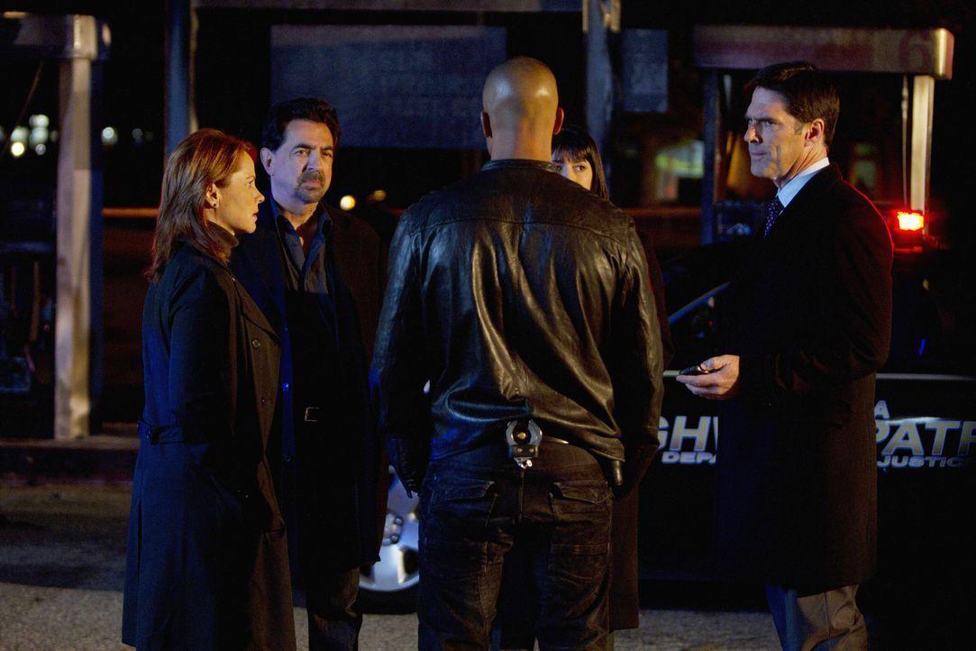 Müssen schnellstens ein schiesswütiges Paar dingfest machen, bevor sie ihren nächsten Coup planen: Agent Bates (Deidre Lovejoy, l.), Morgan (Shem... - Bildquelle: ABC Studios