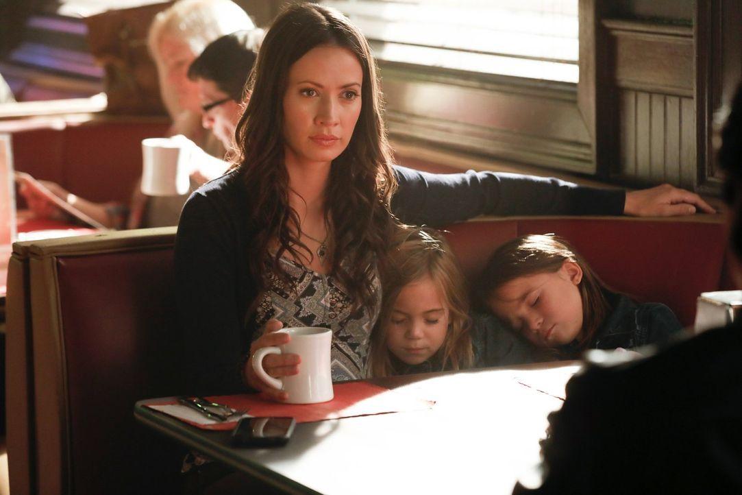 Was hat Seline (Kristen Gutoskie, l.) mit den Zwillingen Lizzie (Tierney Mumford, M.) und Josie (Lily Rose Mumford, r.) vor? - Bildquelle: Warner Bros. Entertainment, Inc.