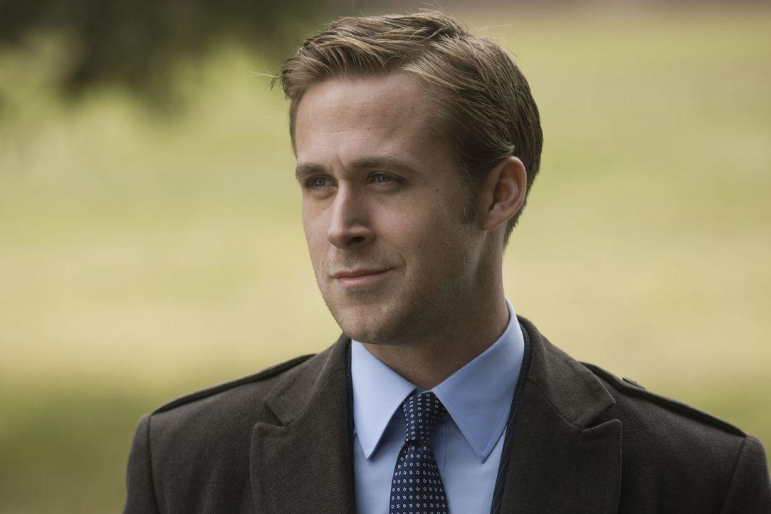 Muss sich entscheiden, wie weit er für die Karriere gehen will: Wahlkampfmanager Stephen Meyers (Ryan Gosling) ... - Bildquelle: Saeed Adyani 2011 IDES FILM HOLDINGS, LLC. ALL RIGHTS RESERVED.