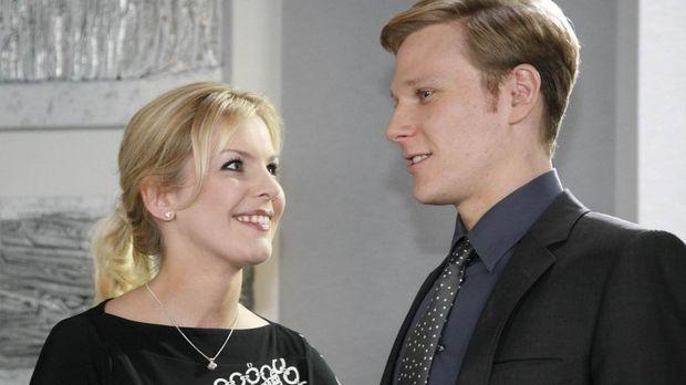 Aus Einsamkeit hat sich Alexandra (Ivonne Schönherr, l.) Philip (Philipp Roma...