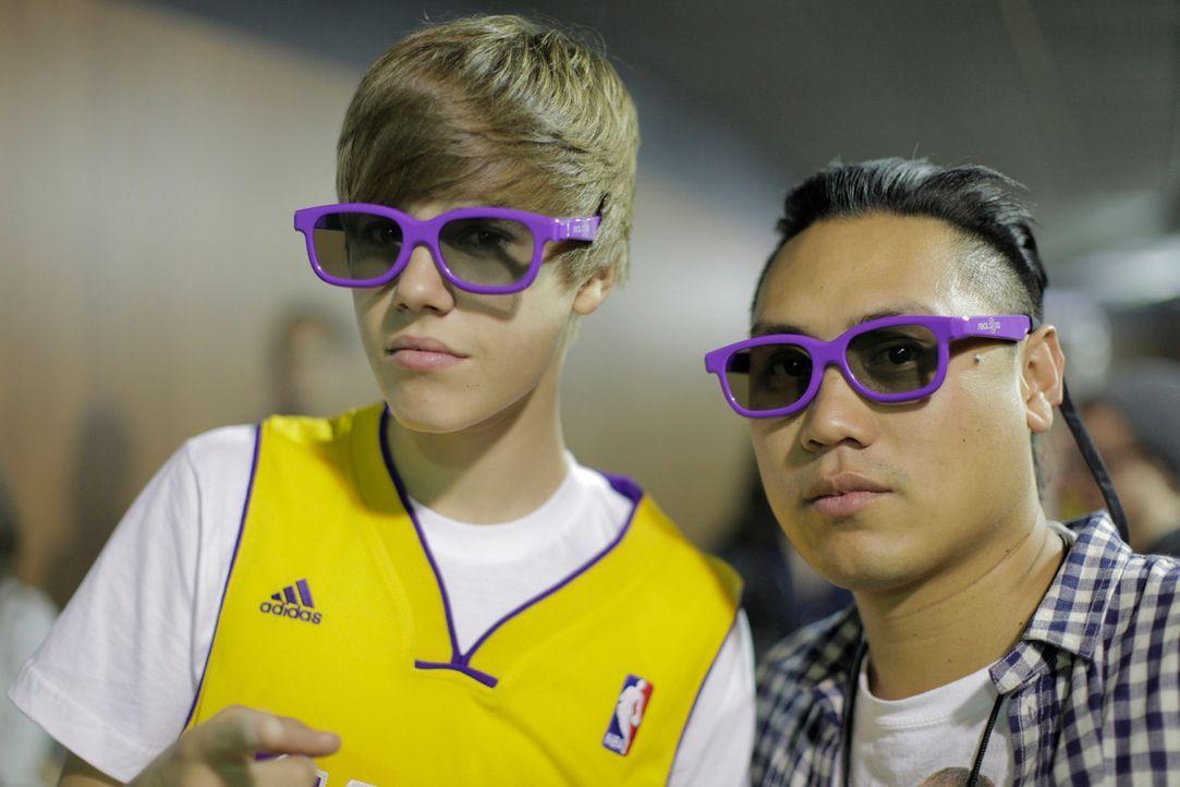 Keiner kann sich dem Bann von Justin Bieber (l.) wirklich entziehen ... - Bildquelle: 2014 PARAMOUNT PICTURES. ALL RIGHTS RESERVED.