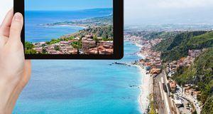Viele Menschen nutzen ihr Tablet auch zum Fotografieren – und achten beim Kau...