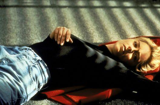 Sliver - Nichtsahnend bezieht die Lektorin Carly Norris (Sharon Stone) ihre n...