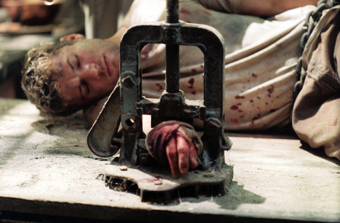 Es beginnt ein blutiges Verhör, in dem jede Antwort, die den Geiselnehmern nicht gefällt, Martijn (Ryan Phillippe) einen seiner Finger kostet ... - Bildquelle: Lions Gate Films