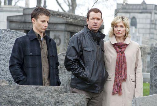 Jamie (Will Estes,l .), Danny (Donnie Wahlberg, M.) und Linda Reagan (Amy Car...