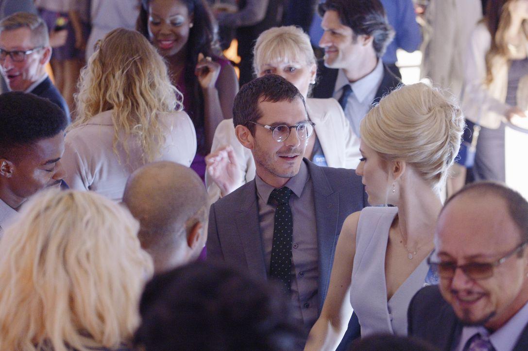 Eine neue Aufgabe wartet auf die zukünftigen Agenten Simon (Tate Ellington, M.l.) und Shelby (Johanna Braddy, M.r.) ... - Bildquelle: 2015 ABC Studios
