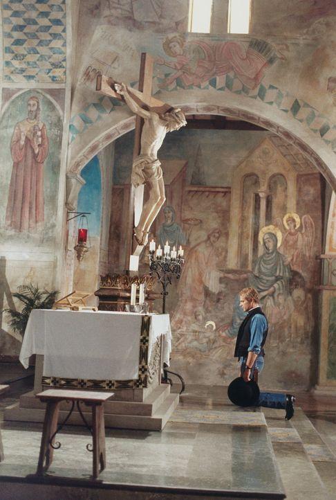 Immer wieder muss der Liebe Gott bei seinem schlagkräftigsten Mitarbeiter (Terence Hill) ein Auge zudrücken ... - Bildquelle: Paloma Films