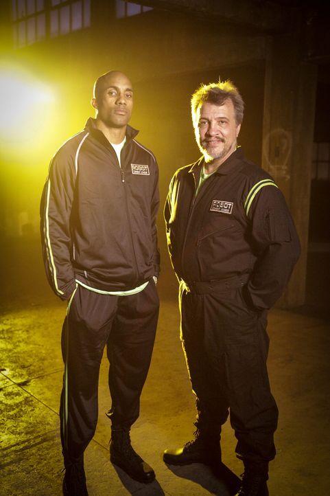 Haben sie genug Power, um das gegnerische Team und damit deren Roboter zu besiegen? Devonric Johnson (l.) und Russell Tait (r.) von Team Brimstone ...