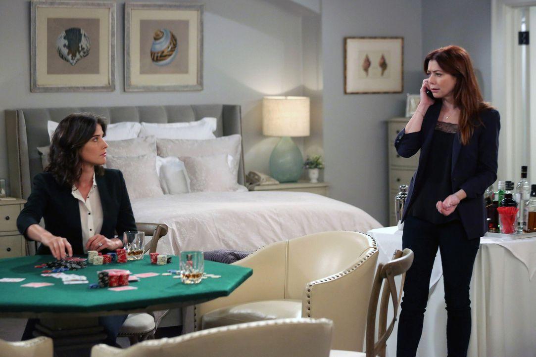 Während Robin (Cobie Smulders, l.) in Streit mit Barneys Mutter gerät, ist Lily (Alyson Hannigan, r.) sauer auf Ted, weil sie und Marshall zu ihrer... - Bildquelle: 2013 Twentieth Century Fox Film Corporation. All rights reserved.