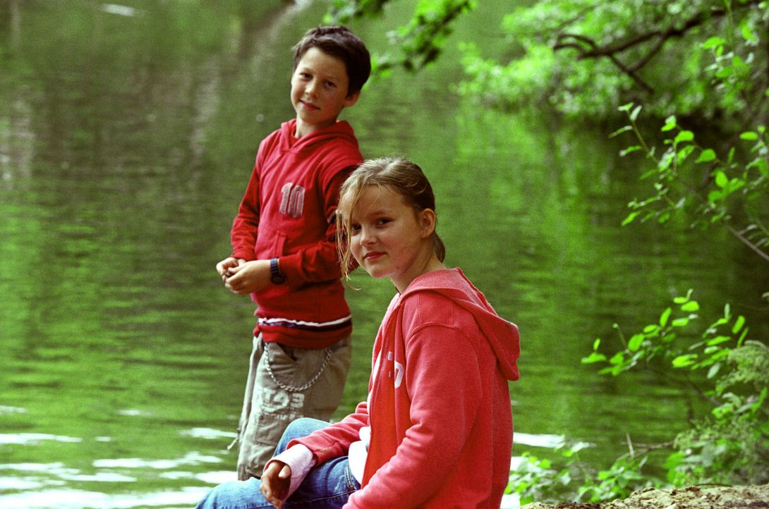 Oskar (Martin Stührk, l.) und Sonja (Nele Metzner, r.) hätten nichts dagegen, wenn Michaela und Tom endlich zusammenkämen - aber der Konkurrenzka... - Bildquelle: Oliver Ziebe Sat.1