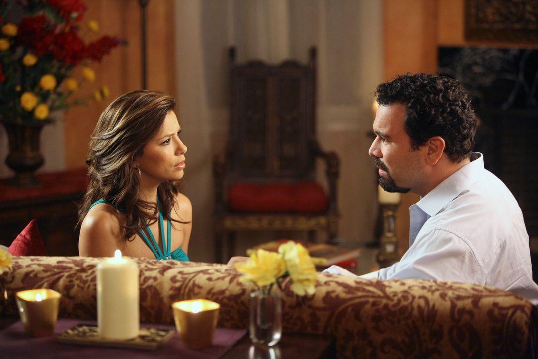 Gabrielle (Eva Longoria, l.) und Carlos (Richardo Antonio Chavira, r.) schließen einen Pakt: Sie wollen ihre Affäre auf Eis legen und sich von Victo... - Bildquelle: ABC Studios