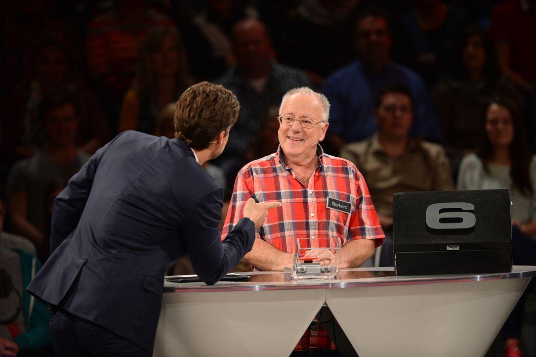 Kann Wayne Carpendale (l.) seinen Kandidaten Norbert (r.) zum Zocken verführen? - Bildquelle: Willi Weber SAT.1