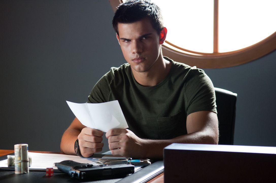Als der 17-jährige Schüler Nathan (Taylor Lautner) beginnt, nach seiner wahren Identität zu forschen, wird er plötzlich zur Zielscheibe hochprof... - Bildquelle: 2011, Vertigo Entertainment, Gotham Group, Tailor Made, Quick Six Entertainment, Lionsgate Films Inc.