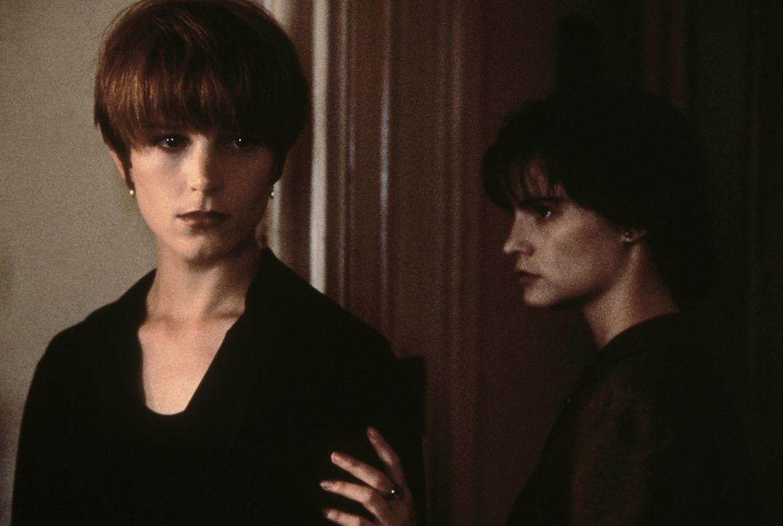 Anfangs verstehen sich Allison (Bridget Fonda, l.) und Hedra (Jennifer Jason Leigh, r.) prächtig. Doch schon bald wird deutlich, dass das Leben mit... - Bildquelle: Columbia Pictures