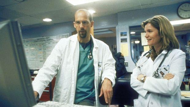Dr. Greene (Anthony Edwards, l.) interessiert sich sehr für die neue Chefärzt...
