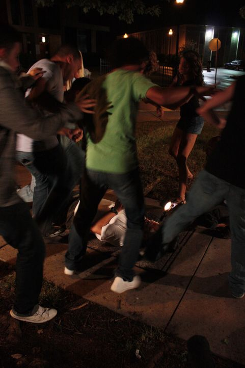 Aus einer vermeintlichen Straßenschlägerei wird ein Mordfall: Der Soldat und Familienvater Layne Schmidtke wird buchstäblich zu Tode geprügelt. Ist... - Bildquelle: Jupiter Entertainment