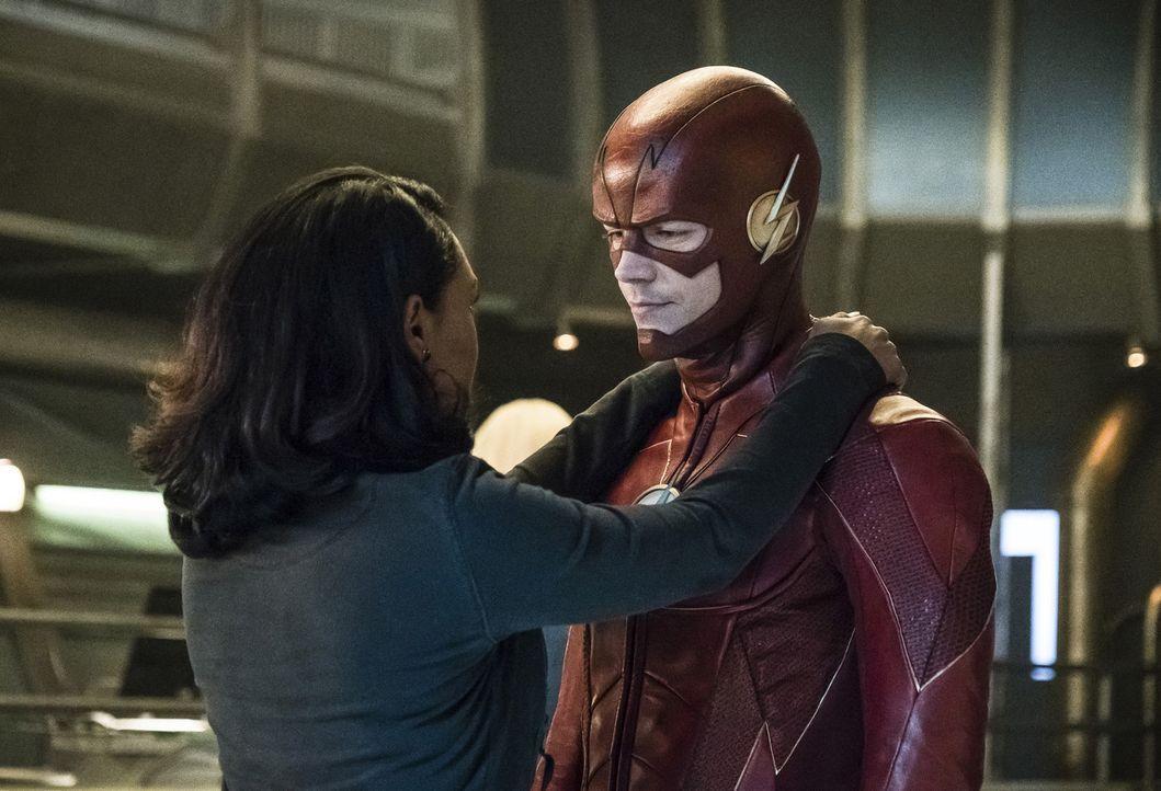 Während sich Iris (Candice Patton, l.) und Barry alias The Flash (Grant Gustin, r.) bezüglich ihres nächsten Plans einig sind, will Ralph einen ganz... - Bildquelle: 2017 Warner Bros.