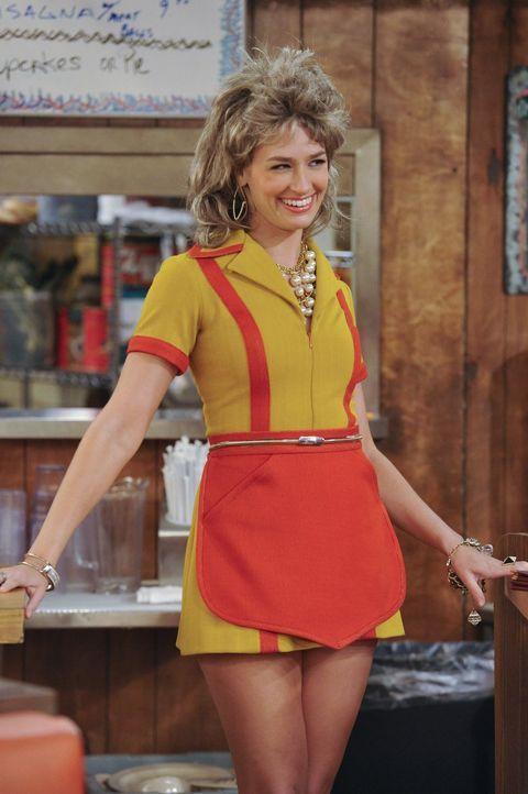 Um Max zu beweisen, dass es für sie nicht nur um ihre Haare geht, fährt Caroline (Beth Behrs) die letzten Reserven aus ... - Bildquelle: Warner Brothers