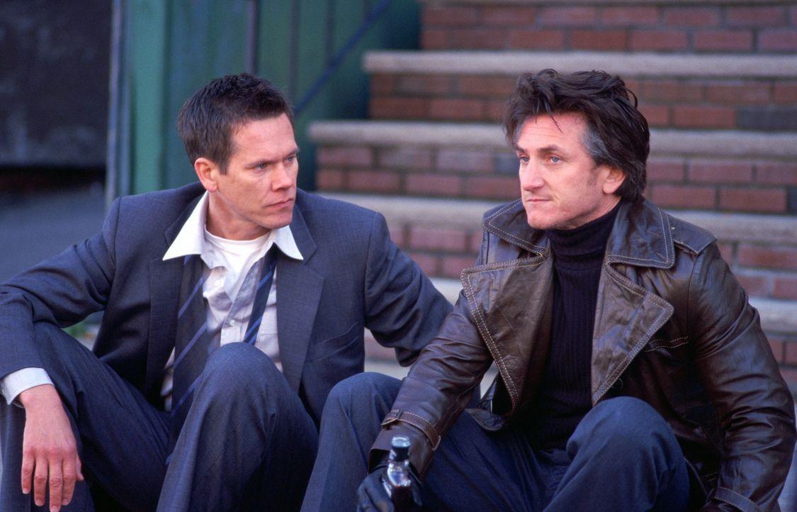 Wohin mit der Last der Vergangenheit, die die Last der Gegenwart ist?: Jimmy (Sean Penn, r.) und Sean (Kevin Bacon, l.) ... - Bildquelle: Warner Bros. Pictures