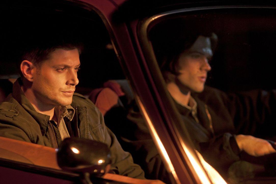 Werden von Garth zu Hilfe gerufen: Sam (Jared Padalecki, l.) und Dean (Jensen Ackles, r.) ... - Bildquelle: Warner Bros. Television