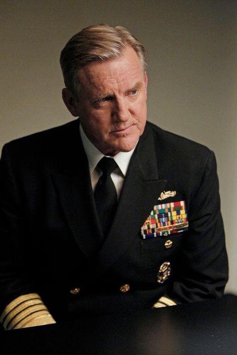 Bei der Aufklärung eines neuen Mordfalles, trifft McGee auf seinen Vater, Admiral McGee (Jamey Sheridan) ... - Bildquelle: CBS Television