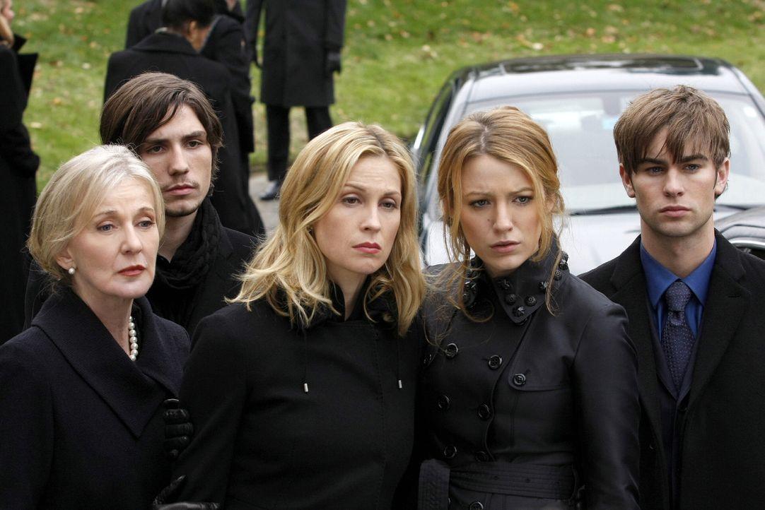 Bart ist bei einem Unfall verstorben und seine Beerdigung steht an. CeCe (Caroline Lagerfelt, l.), Aaron (John Patrick Amedori, 2.v.l.), Lily (Kelly... - Bildquelle: Warner Brothers