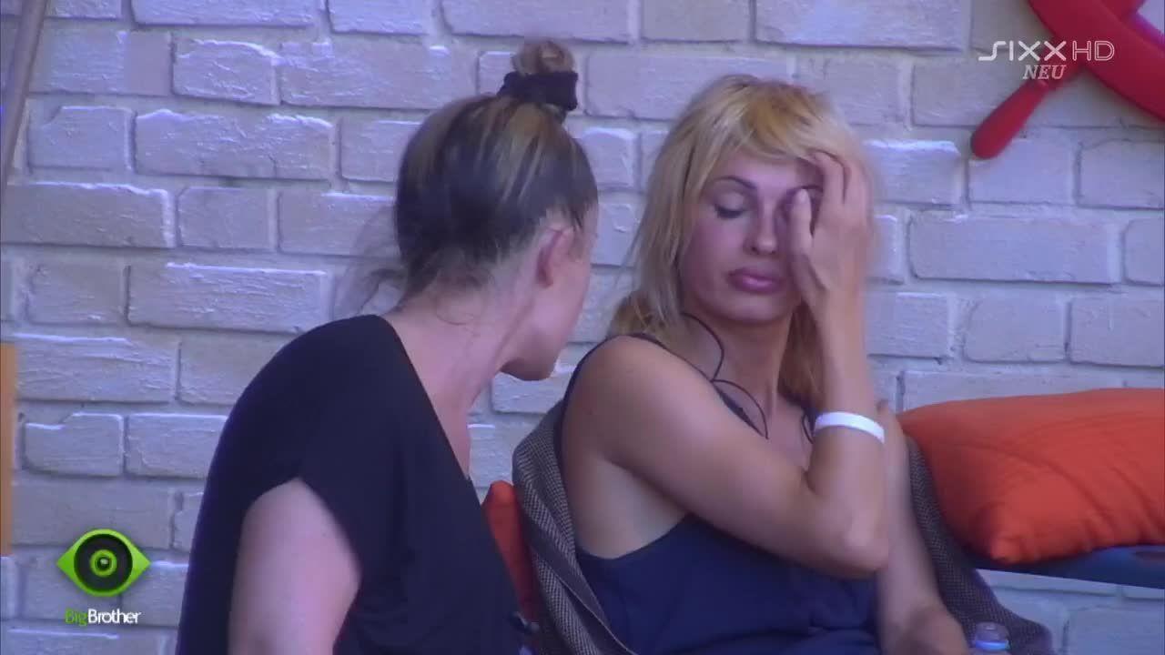 Isabell ist gelangweilt von Biancas Monolog - Bildquelle: sixx