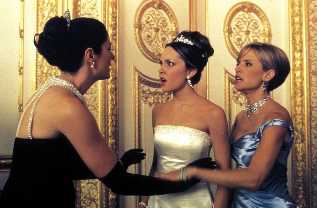 Während Libby (Kelly Preston, r.) keineswegs wünscht, dass ihre Tochter Daphne (Amanda Bynes, M.) ihre Persönlichkeit aufgibt, kann und will sich... - Bildquelle: Warner Bros.