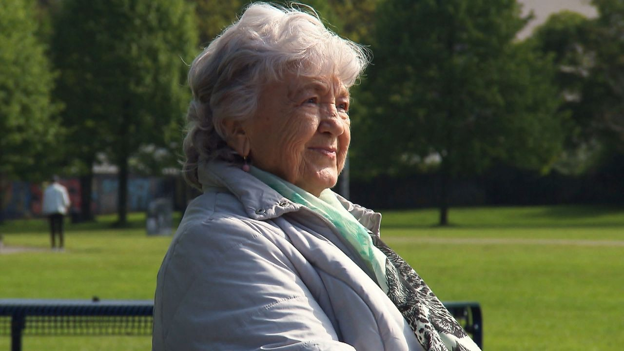 Ingrid (Bild) ist 18 Jahre alt, als sie 1953 ihren Sohn Reinhard auf die Welt bringt. Sie ist alleinstehend und der Situation nicht gewachsen. Auf A... - Bildquelle: SAT.1