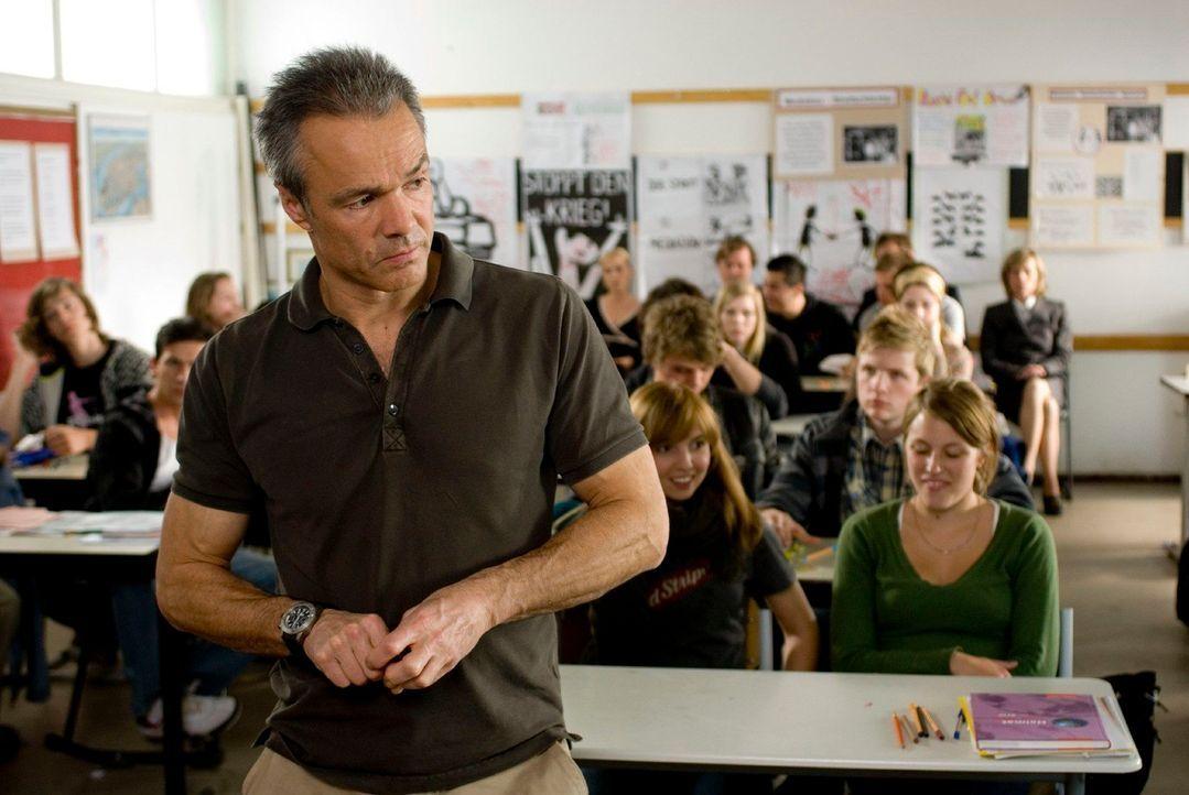 Muss nicht nur seinen Töchtern und dem Berliner Schulamt, sondern vor allem sich selbst beweisen, dass er das Zeug zum Lehrer hat: Harald Westphal (... - Bildquelle: Gordon Mühle Sat.1