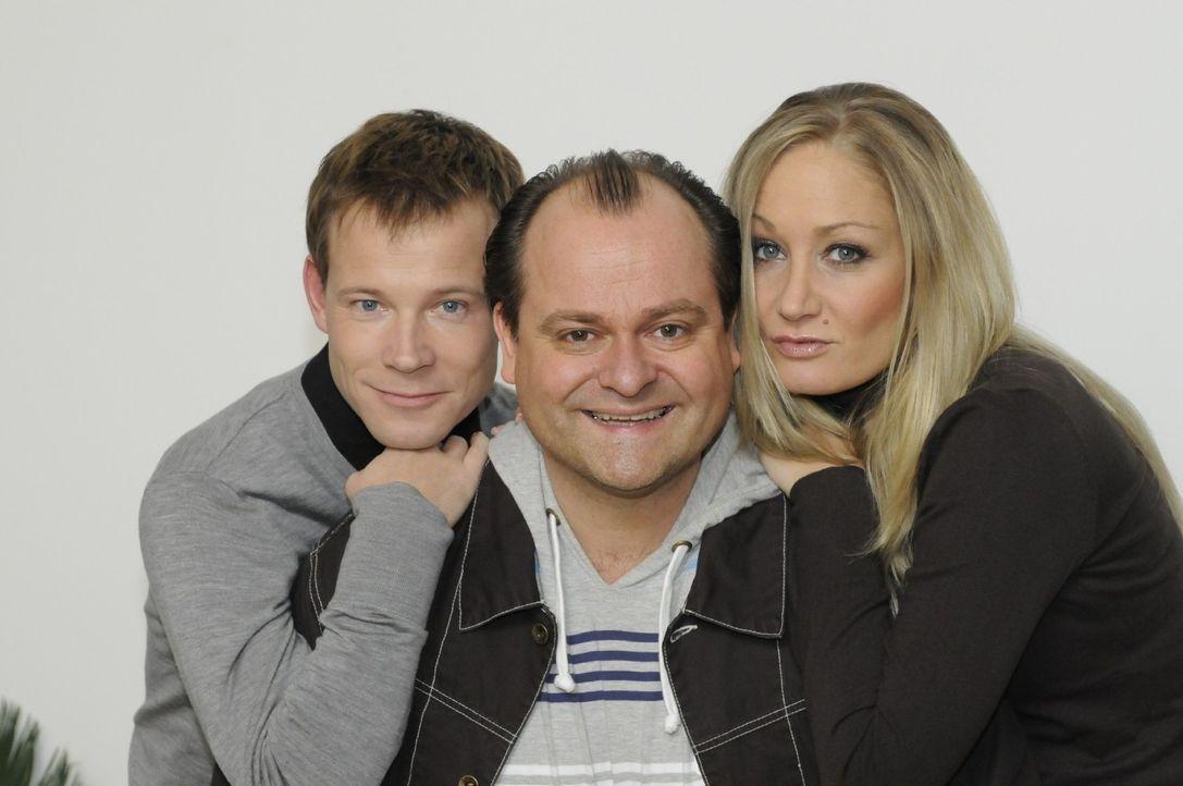 Mathias (Mathias Schlung, l.), Markus (Markus Majowski; M.) und Janine (Janine Kunze, r.) haben gemeinsam viel Spaß in der COMEDY WG. - Bildquelle: Sat.1