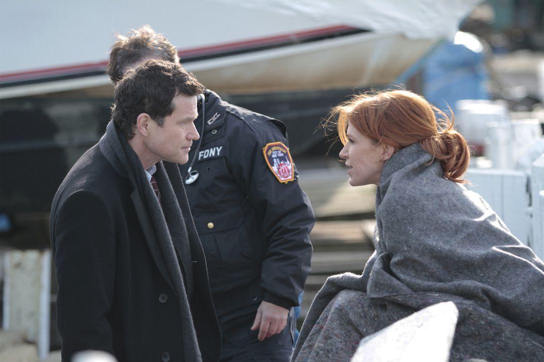 Ein Wettlauf mit der Zeit beginnt. Carrie (Poppy Montgomery, r.) und Al (Dylan Walsh, l.) suchen nach einer wichtigen Augenzeugin eines Mordes. Denn... - Bildquelle: 2011 CBS Broadcasting Inc. All Rights Reserved.