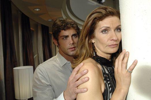 Anna und die Liebe - Jonas (Roy Peter Link, l.) fängt Natascha (Franziska Mat...