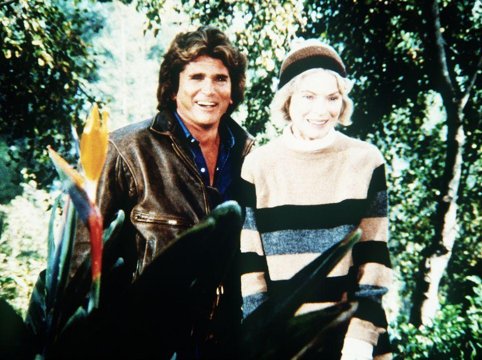 Jane (Dorothy McGuire, r.), die ihren früheren Mann nicht wiedererkennt, versteht sich mit Jonathan (Michael Landon, l.) ausgezeichnet. - Bildquelle: Worldvision Enterprises, Inc.