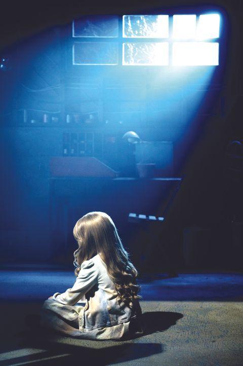 Das kleine Mädchen wird Opfer des Bösen ... - Bildquelle: 2009 Ed Araquel/Bold FIlms